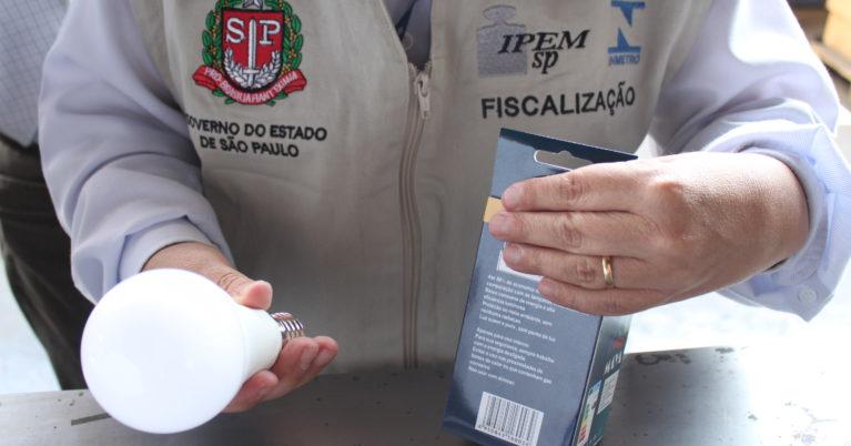 Operação Porto de Santos - fiscalização de lâmpadas importadas